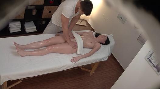 Longhaired Modell kam für eine Massage