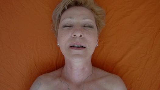 Mature woman pleases herself 3 | Czech Orgasm 168