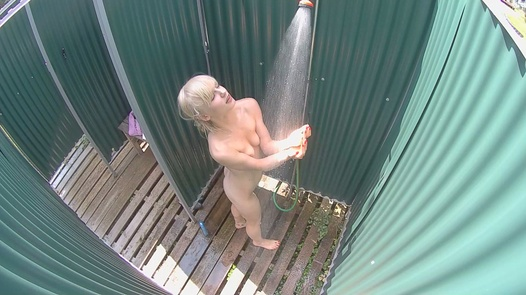 Blonde with a lovely pussy | Czech Pool 45