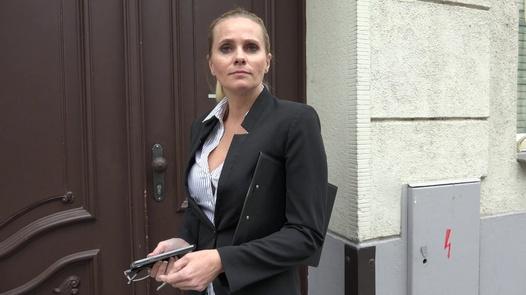 Real estate agent Petra