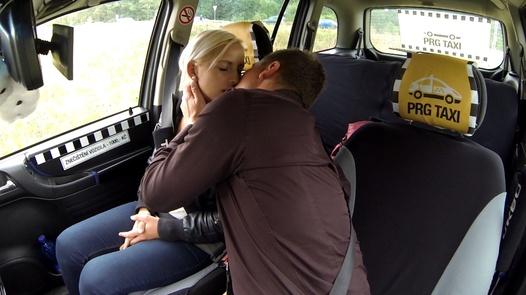 Abspritzende Romantik | Czech Taxi 17