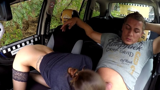 MILF squirts for the very first time | Czech Taxi 40