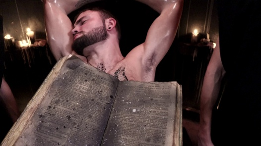 Schwarz Masse (Homosexuell Ausgabe) | Gay Horror Porn 1