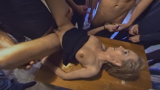 Squiritng MILFomaniac vs 30 horny guys in 180° | X Virtual 14