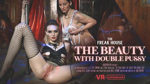 Freak House: Die Schönheit mit doppelter Pussy in 180 °