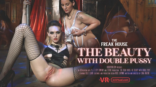 Freak house: The beauty with double pussy in 180°