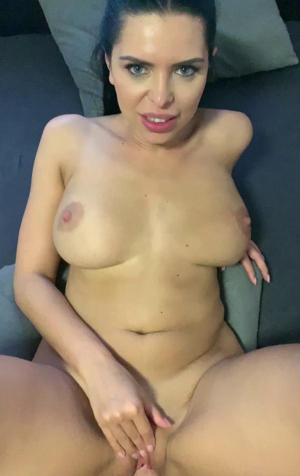Busty Kira Queen