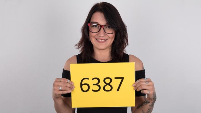 Andrea (25)