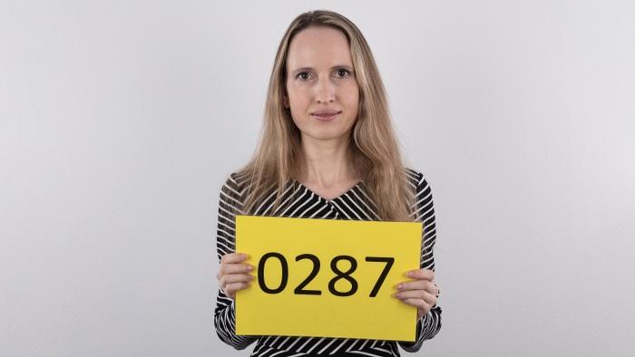 Julie (39)