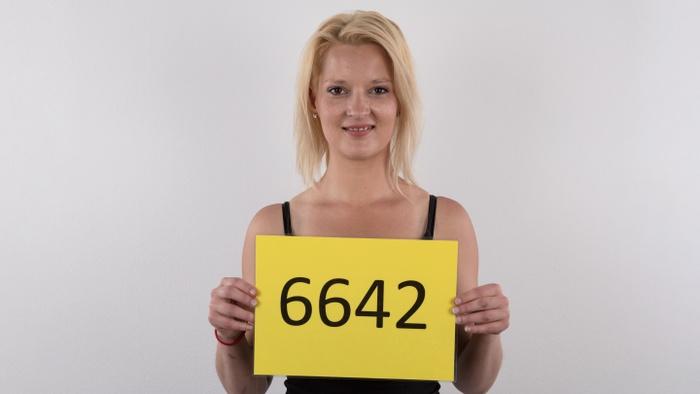 Denisa (28)