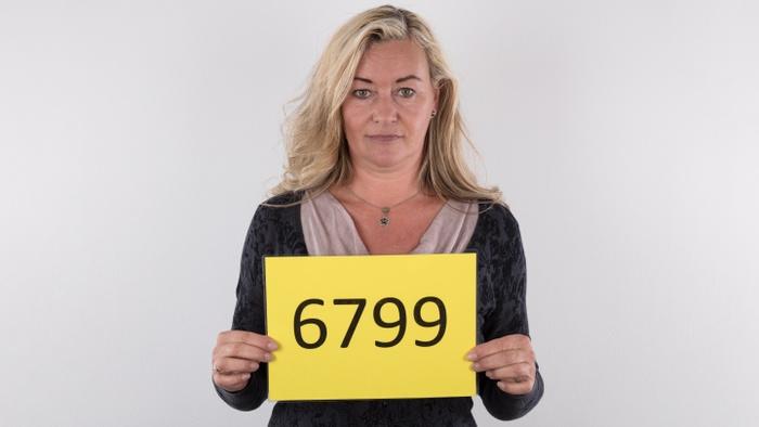 Sandra (52)