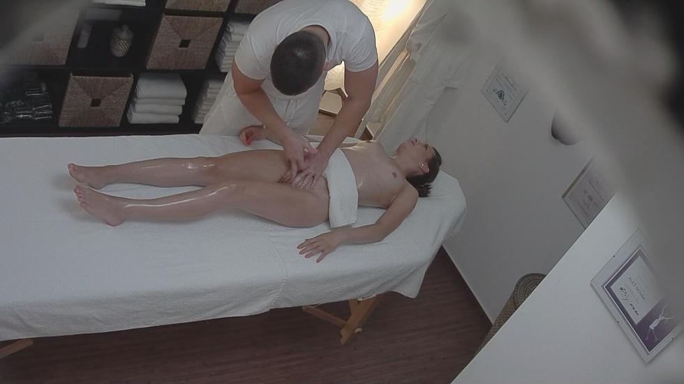 Массаж эротический скрытой камерой — photo 1