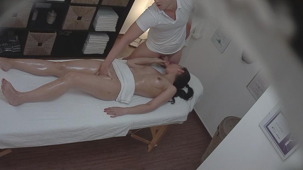 Частное ню видео массажа снятое скрытой камерой — 14