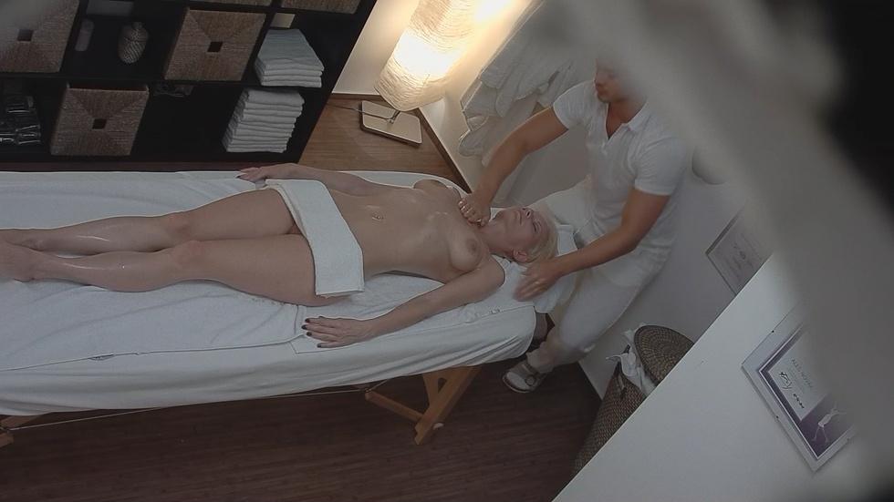 чешский эротический массажный салон скрытой камерой ней подсматривал