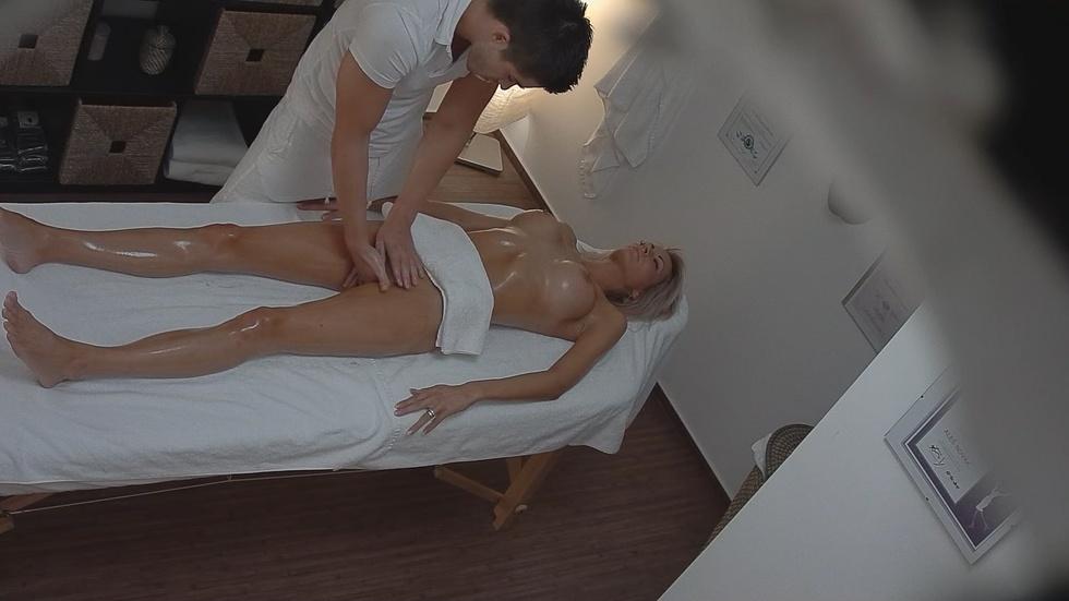 чешский эротический массажный салон скрытой камерой боль