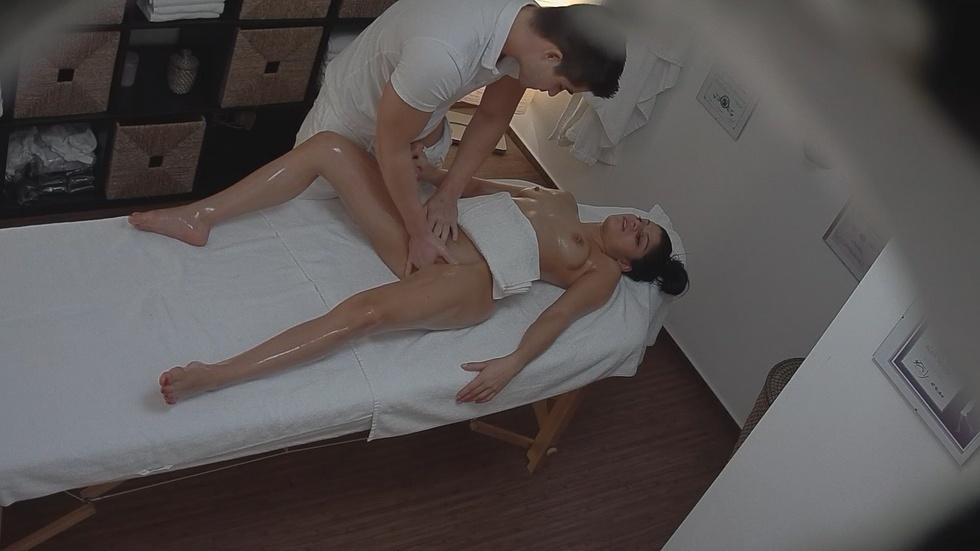Скрытая камера в салоне эротического массажа, порно игрушки для глубокого анального секса видео